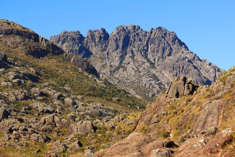 Пиковый ландшафт горы Agulhas Negras (черных игл), Itatiaia стоковые фото