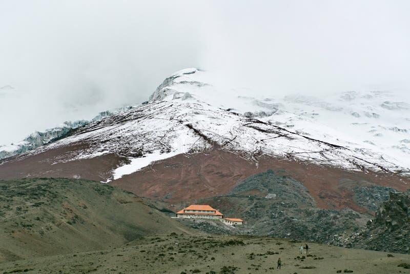 Пик покрытый ледником вулкана Котопакси стоковое фото rf