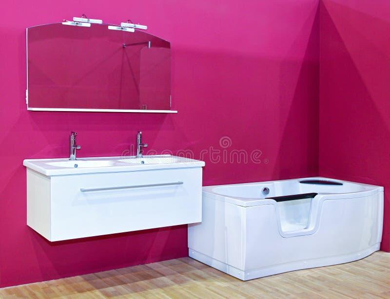 пинк ванной комнаты самомоднейший стоковая фотография