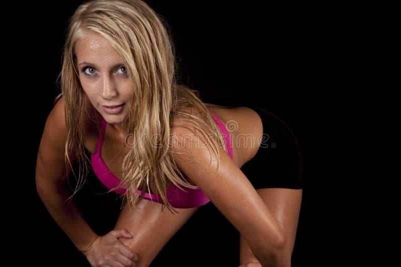 Пинк взгляда lean sweat женщины стоковые фотографии rf