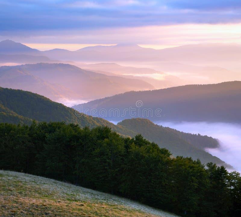 пинк горы рассвета мглистый стоковая фотография
