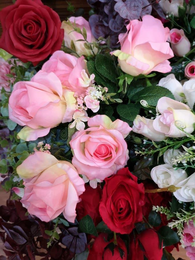 Пинк, Handmade красивого букета красной розы искусственное стоковые изображения