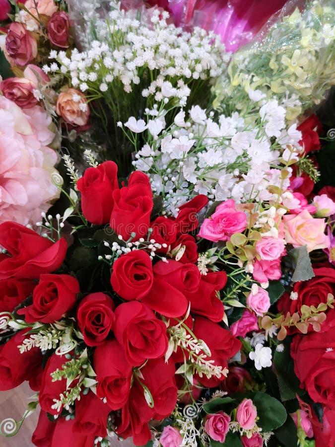 Пинк, Handmade красивого букета красной розы искусственное стоковое фото rf
