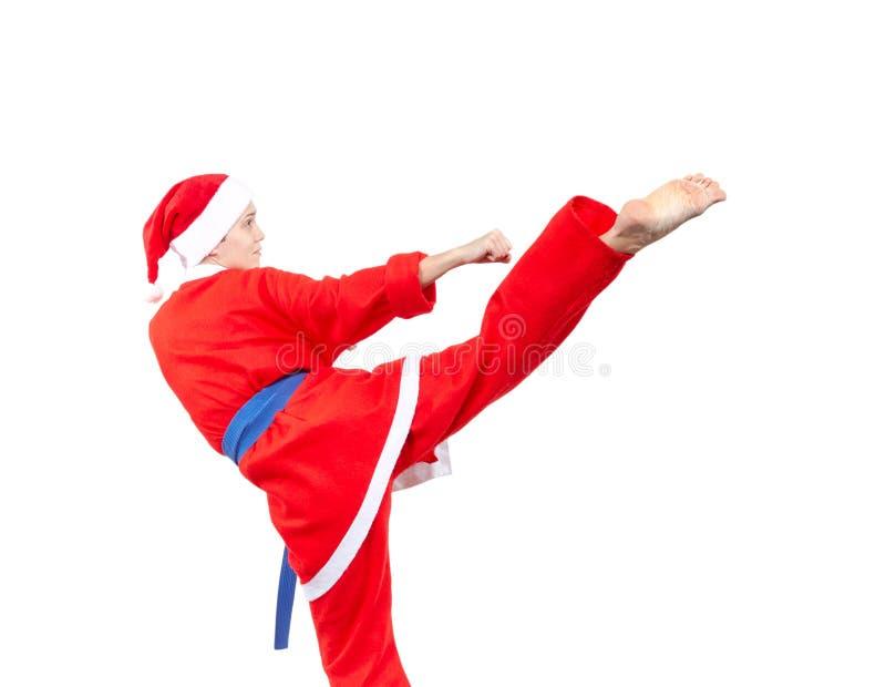 Пинок локомотивного депо спортсменка бьет в костюме Санта Клауса стоковые фотографии rf
