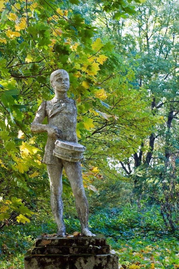 пионерская советская статуя стоковые фотографии rf