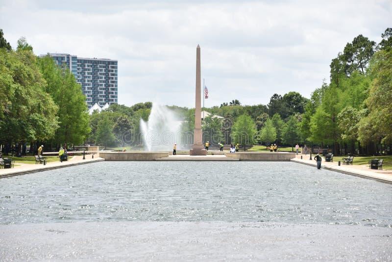 Пионерский мемориальный обелиск в парке Hermann в Хьюстон, Техасе стоковые изображения rf