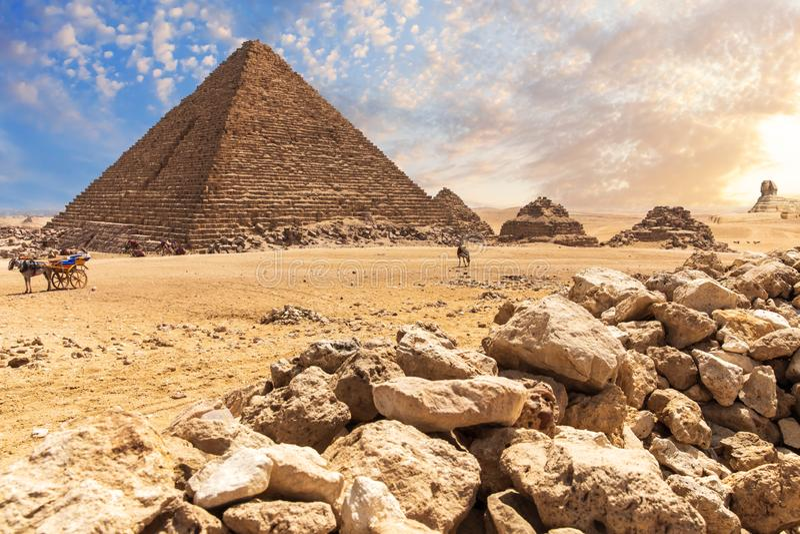 Пирамида Гизы, красивая старая усыпальница Menkaure, взгляд пустыни стоковая фотография rf