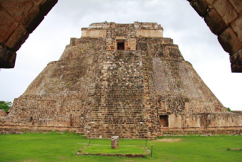 пирамидка волшебника iv стоковое изображение