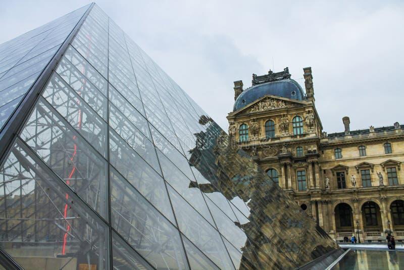 Пирамидка жалюзи в Париж стоковая фотография rf