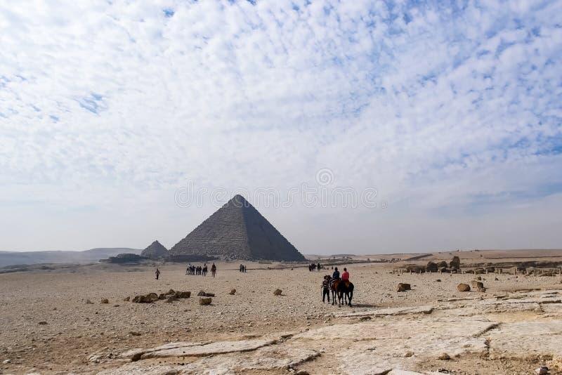 пирамидки giza Большие пирамидки Египета Седьмой интерес мира Старые мегалиты стоковое фото