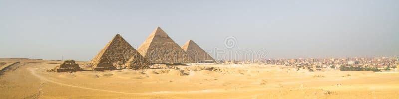 Пирамиды Гизы в Каире, Египте стоковые фотографии rf