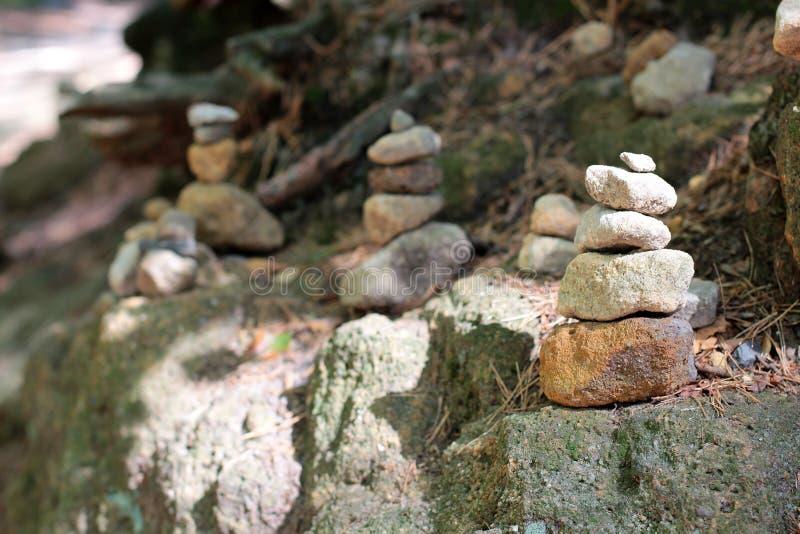 Пирамиды и люди камней в запасе Hrensko, чехии Тролля и chedo чехословакская Швейцария bohr Строб Pravcicka стоковые изображения