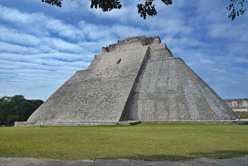 Пирамида волшебника, Uxmal, полуострова Юкатан, Мексики стоковые фото