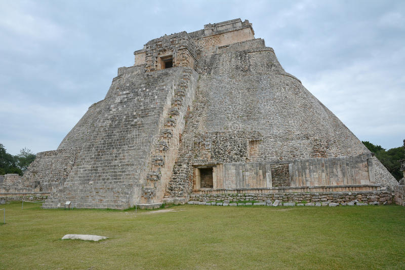 Пирамида волшебника, Uxmal, полуострова Юкатан, Мексики стоковое изображение