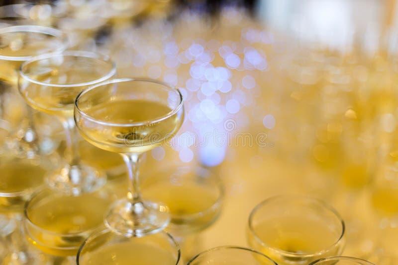 Пирамида стекел Шампани стоковые фотографии rf