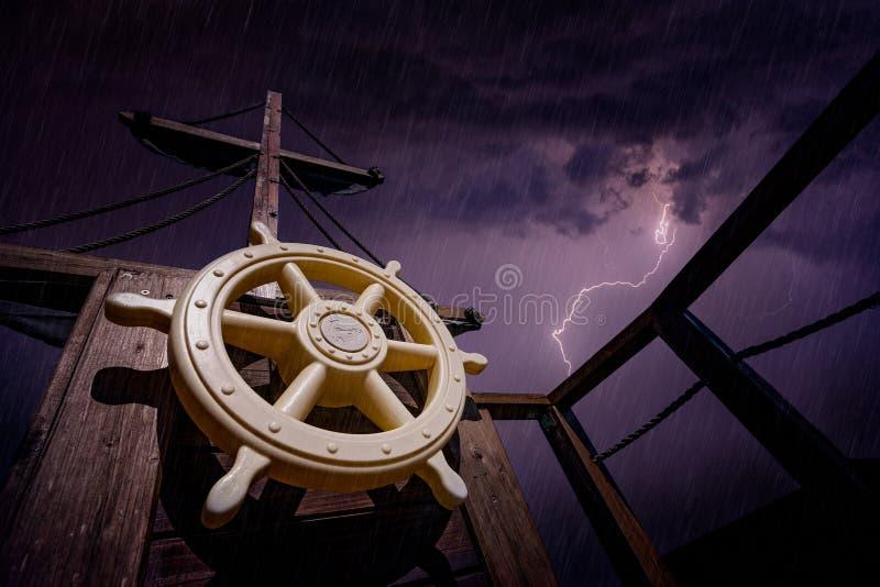 Пиратский корабль во время шторма стоковая фотография rf