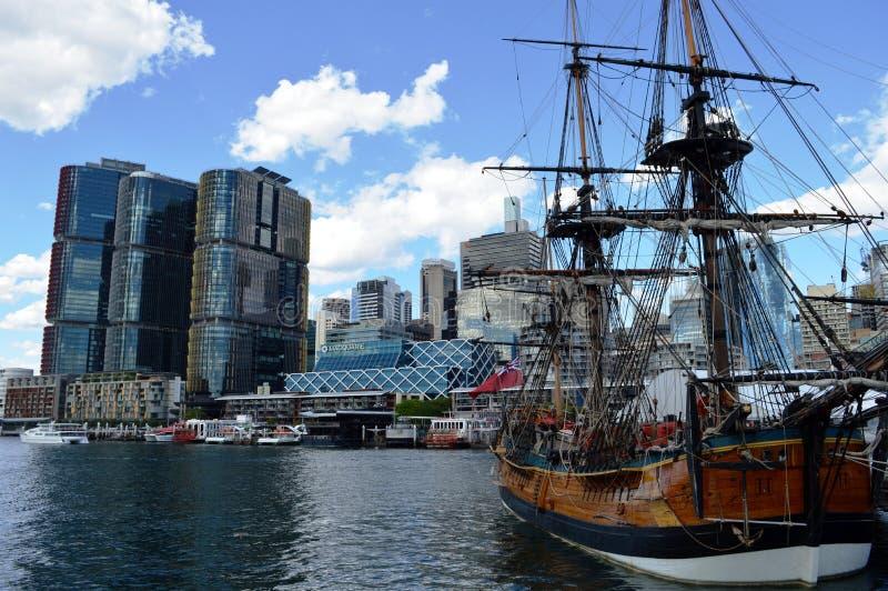 Пиратский корабль на гавани милочки, Сиднее стоковое фото rf