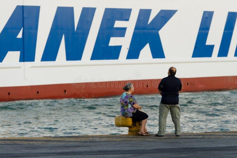 ПИРЕЙ, ГРЕЦИЯ: Порт Пирея обычно покрывает план-графики к самым популярным греческим островам стоковые изображения rf