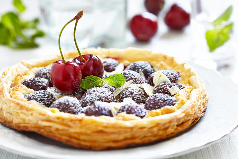 Пирог вишни и миндалины стоковая фотография