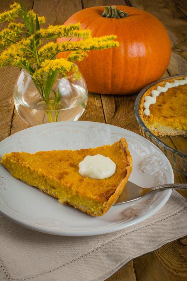 Пирог и мимоза тыквы стоковые фото