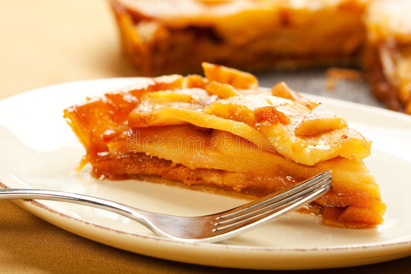пирог ломтика карамельки яблока стоковые фото