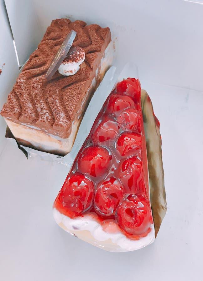 Пирог сыра вишни и втройне мусс шоколада стоковое изображение rf