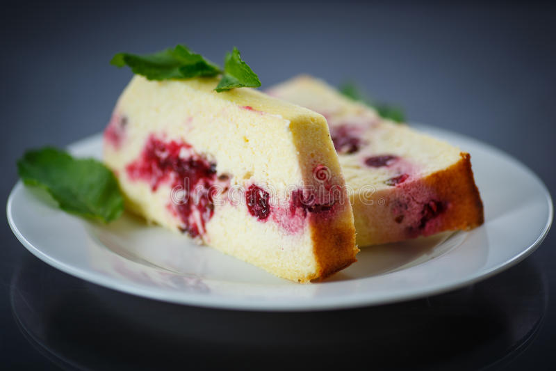 Пирог творога с ягодами стоковое фото