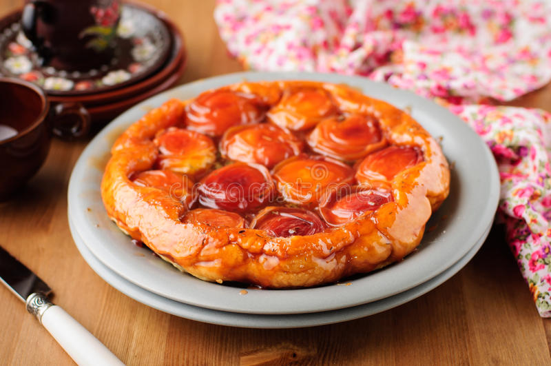 Пирог Tatin персика и тимиана стоковое фото