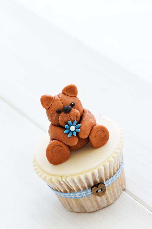 Пирожное плюшевого медвежонка стоковая фотография