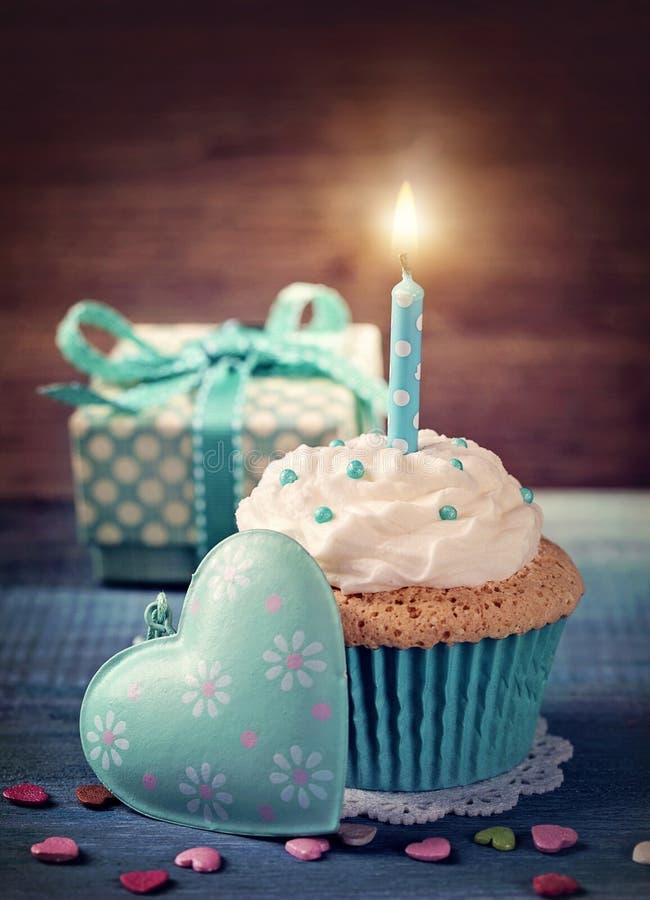 Пирожное с свечой дня рождения стоковая фотография