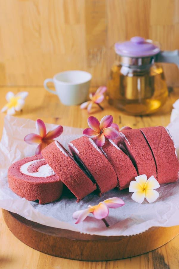 Пирожные бархата крена красные без сливк стоковое изображение rf