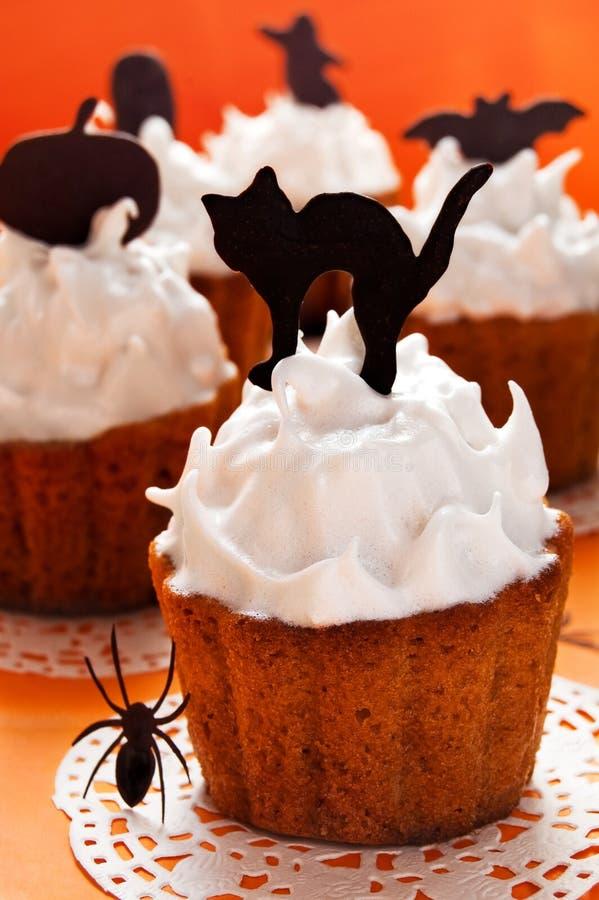 Download Пирожные хеллоуина стоковое изображение. изображение насчитывающей кот - 33738401