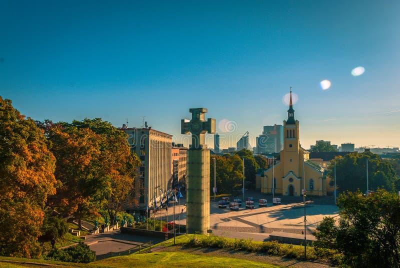 Пирофакел объектива и памятники в Таллине, Эстония стоковая фотография