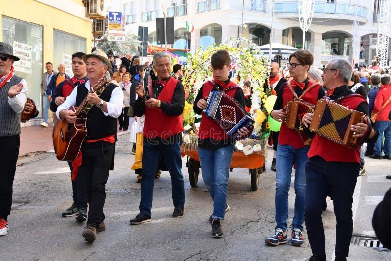 Пиршество St. Thomas, шествие спасибо в Ortona, Abruzzoo стоковое фото