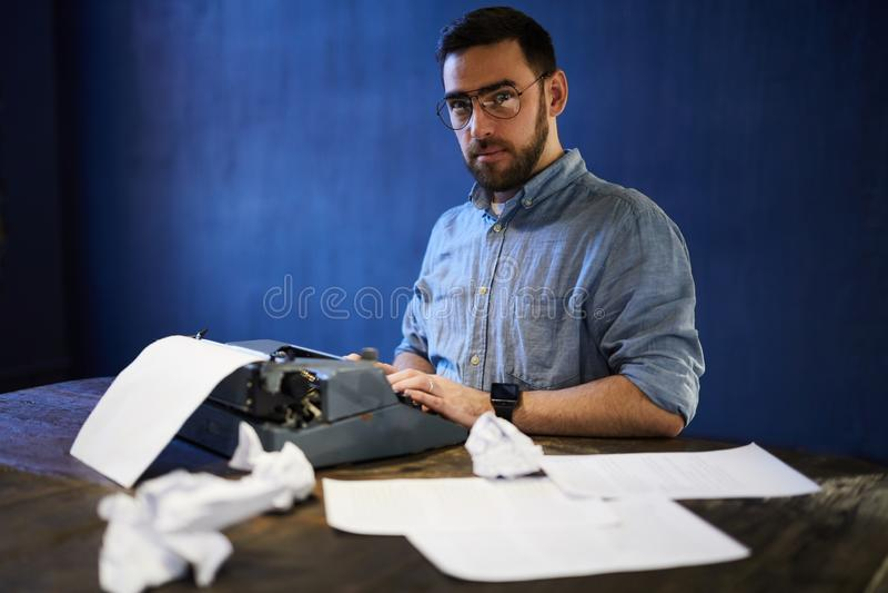 Писатель на работе стоковые фото