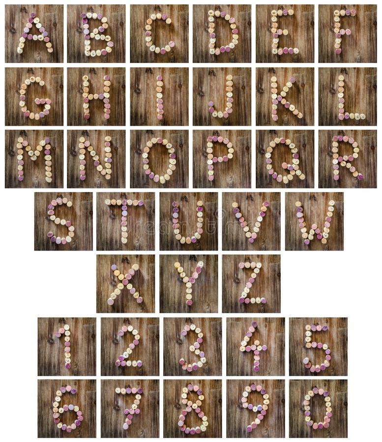 Письма и номера алфавита сделанные от пробочек вина стоковая фотография rf
