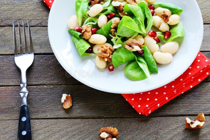 Питательный и здоровый салат с фасолями стоковые фото