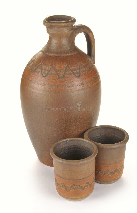 Питчер и 2 чашки глины стоковые фото