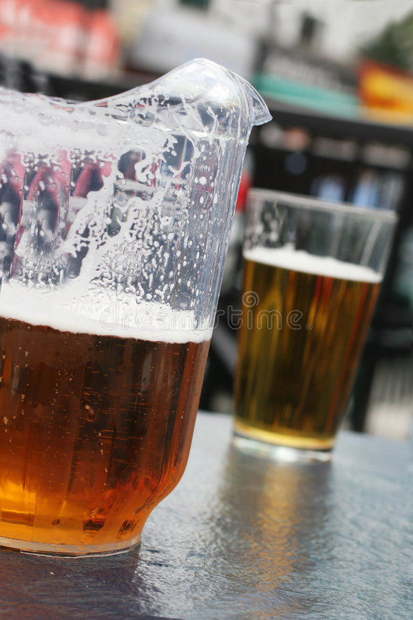 питчер пива стоковые изображения
