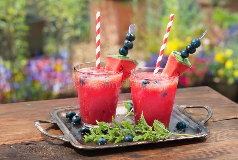 Питье арбуза с голубикой стоковое фото