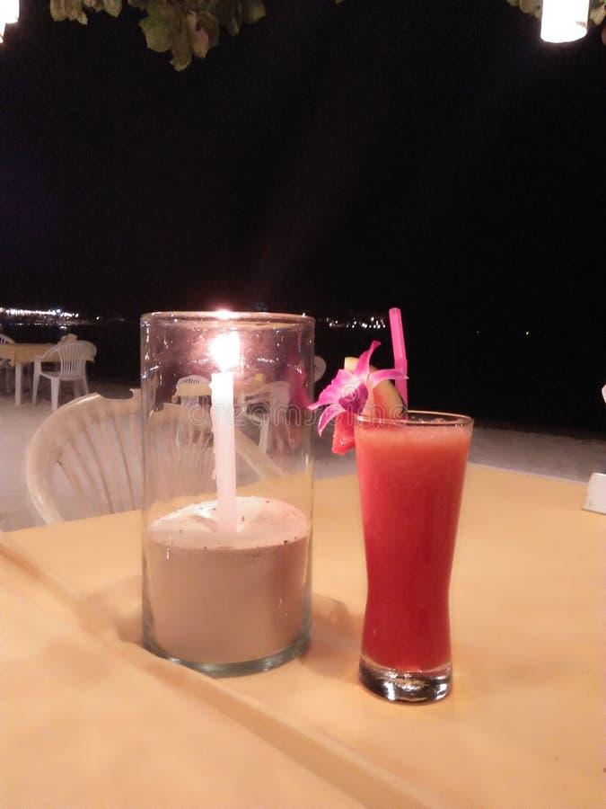 питье для обедающего на перемещении, празднике стоковые изображения rf