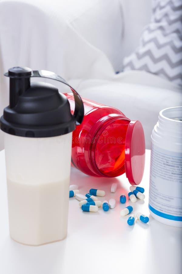 Питье и дополнения протеина стоковое изображение rf
