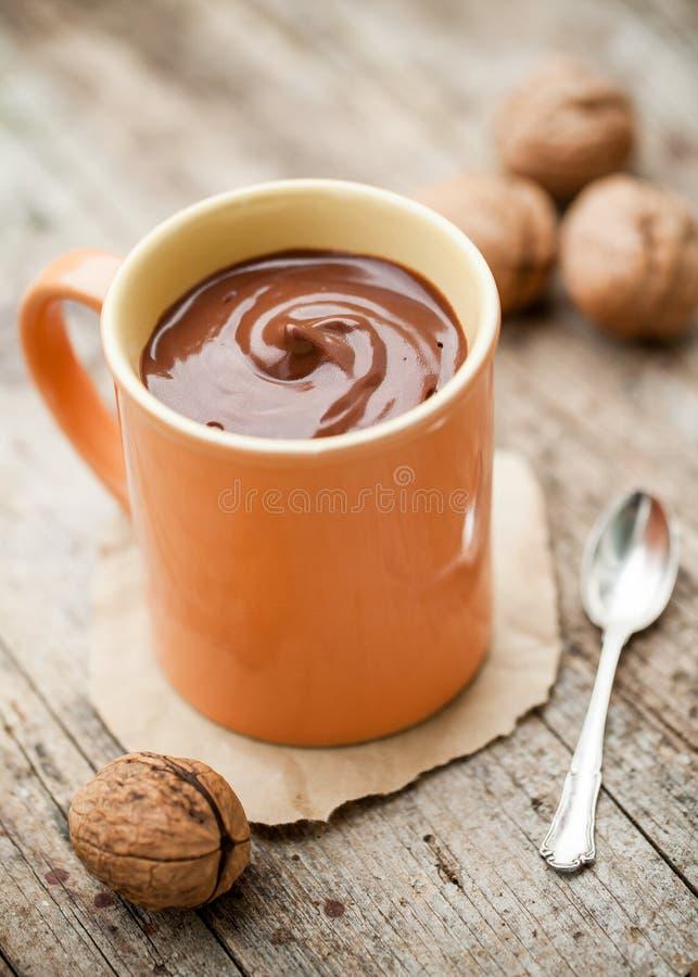 Питье какао сделанное из молока кокоса стоковые изображения rf