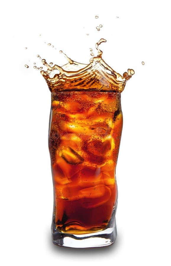 питье колы стоковое фото