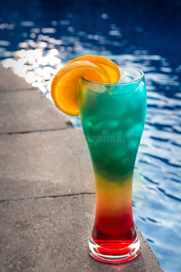 Питье рома летнего времени потехи стоковая фотография