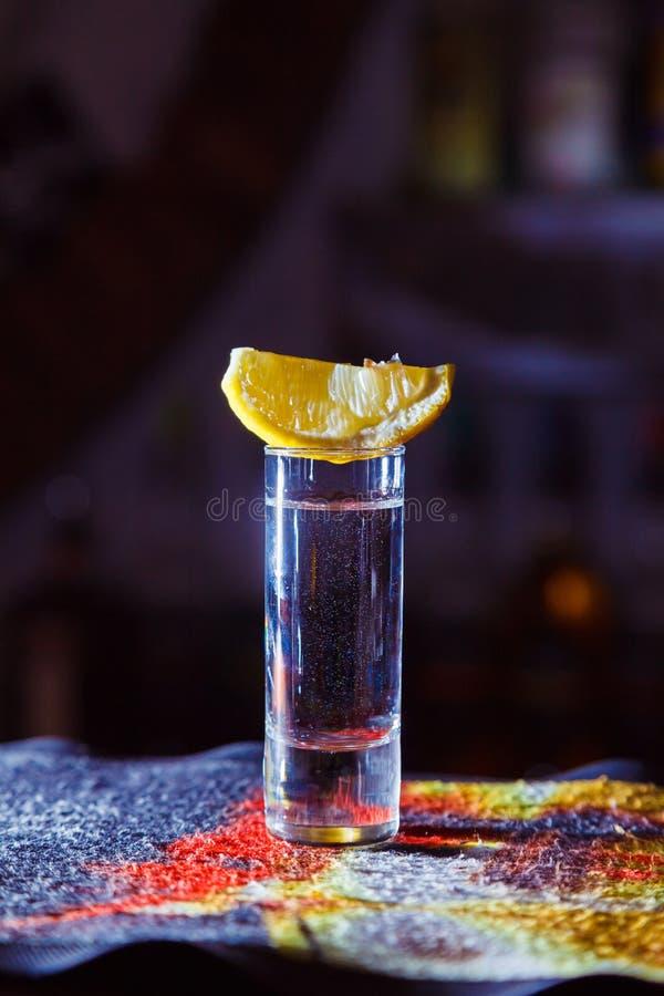 Питье спирта стоковое фото rf