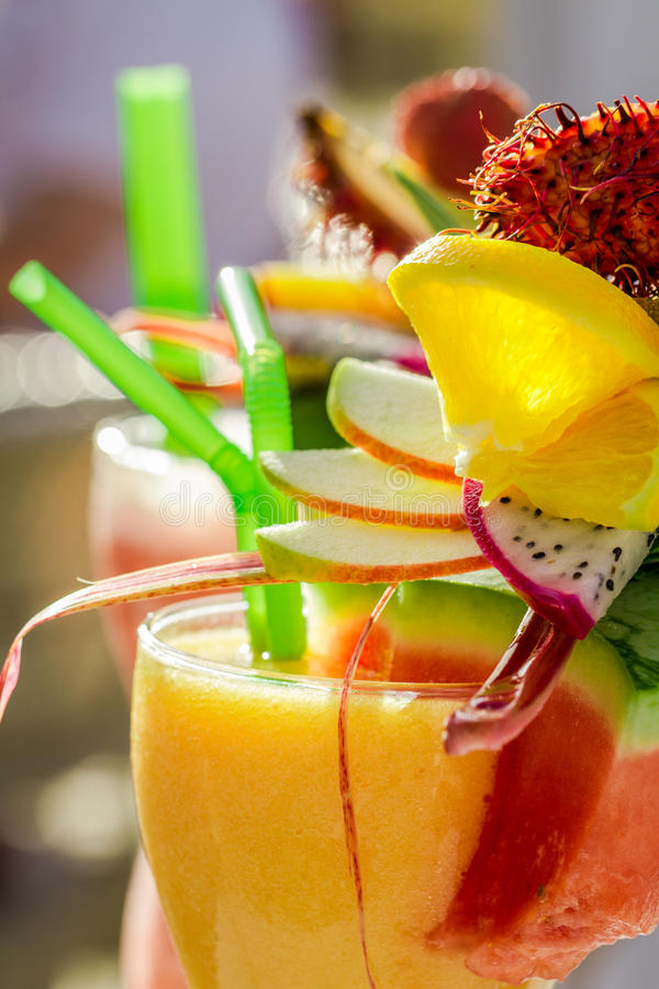 Питье с арбузом и свежими фруктами стоковые изображения rf