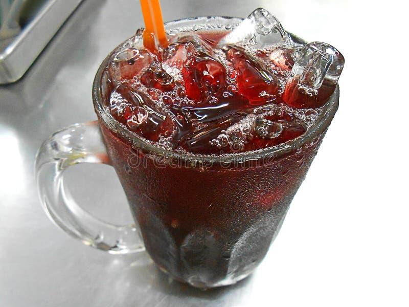 Питье Roselle на алюминиевой таблице стоковые изображения rf