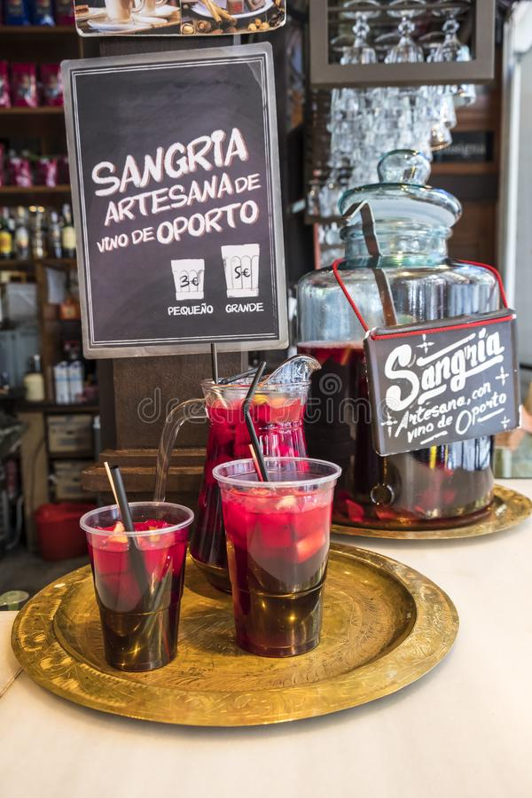 Питье Sangria продало в Mercado de San Miguel 2 стоковое изображение