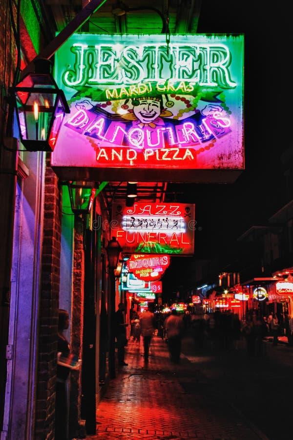 Пить и еда улицы New Orleans Bourbon стоковая фотография rf